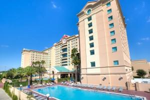 Florida-Hotel-Exteriror-Shot-Pool